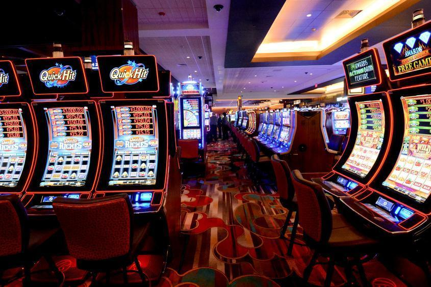 Eight Key Tactics The Pros Use For Gambling